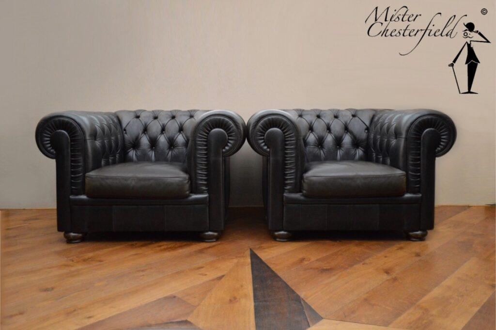 Zwarte_vintage_chesterfield_fauteuils