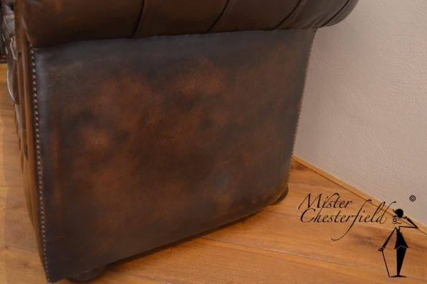 bruine_chesterfield_bank_detail_7