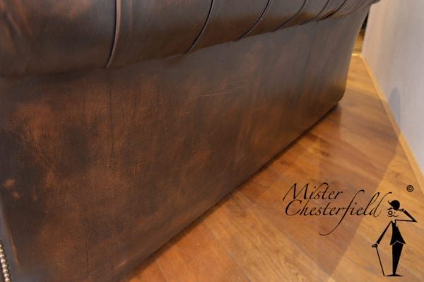 bruine_chesterfield_bank_detail_8