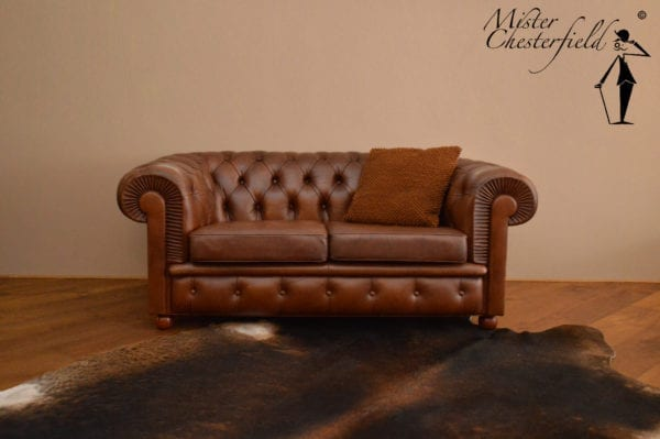 cognac_chesterfield_bank