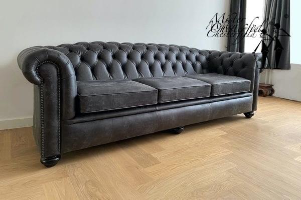 chesterfield-vintage-black-bank