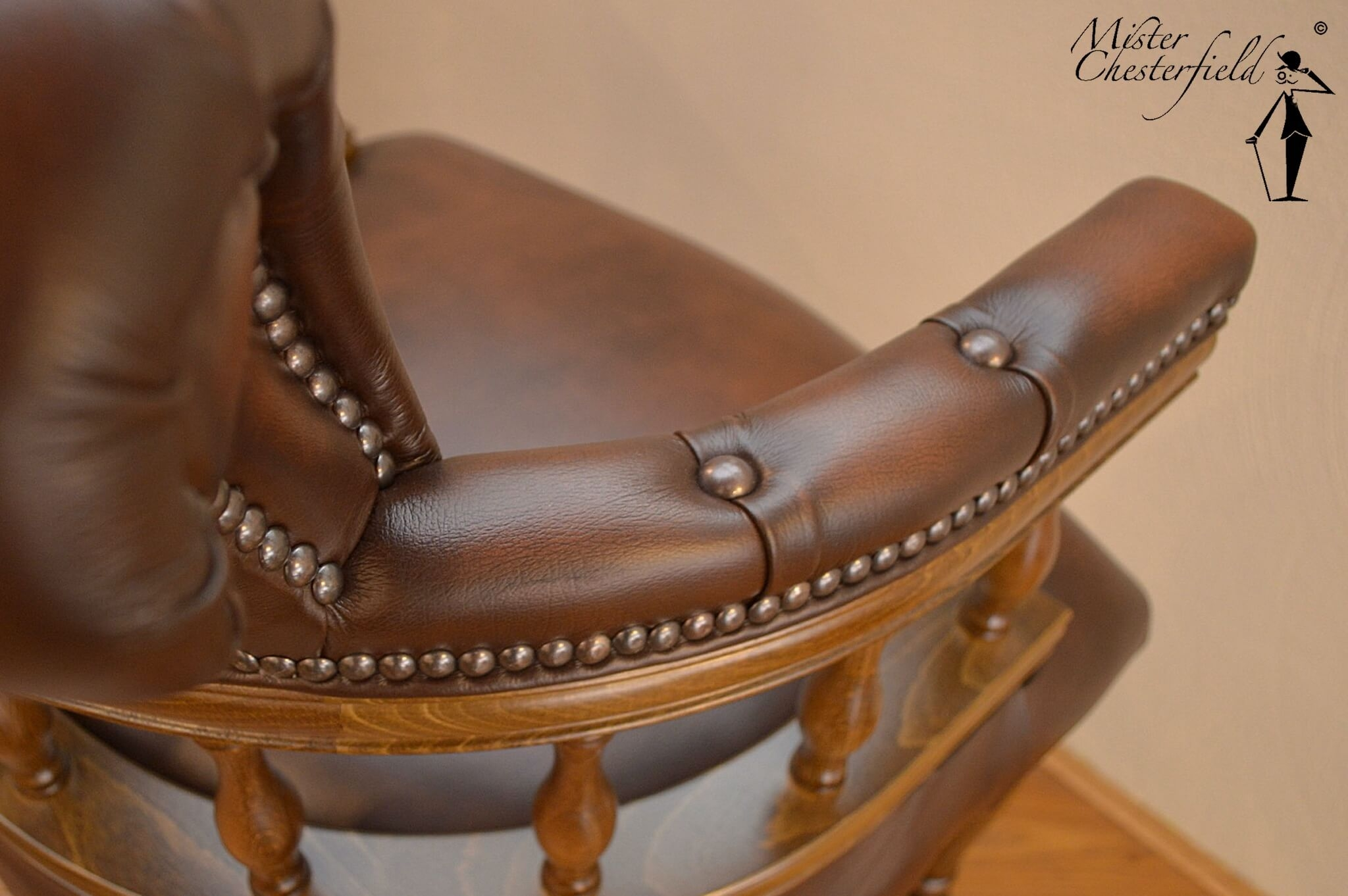 chesterfield_captains_chair_detail_1