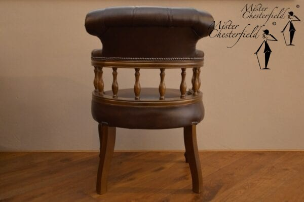 chesterfield_captains_chair_detail_2