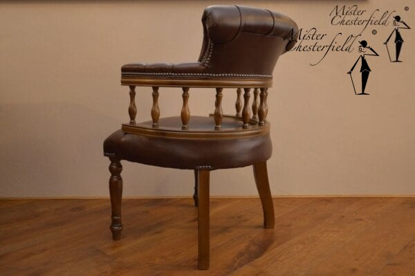 chesterfield_captains_chair_detail_3