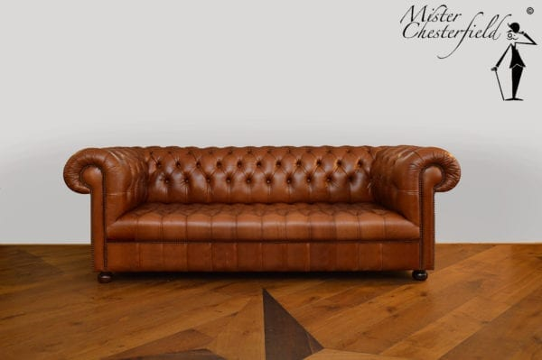 CHESTERFIELD-BUTTONED