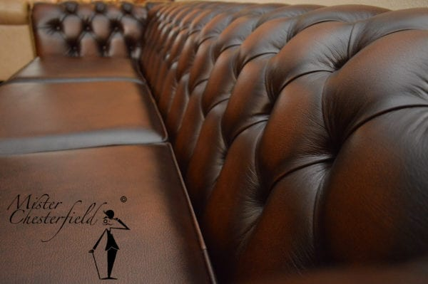 Chesterfield detail antique brown