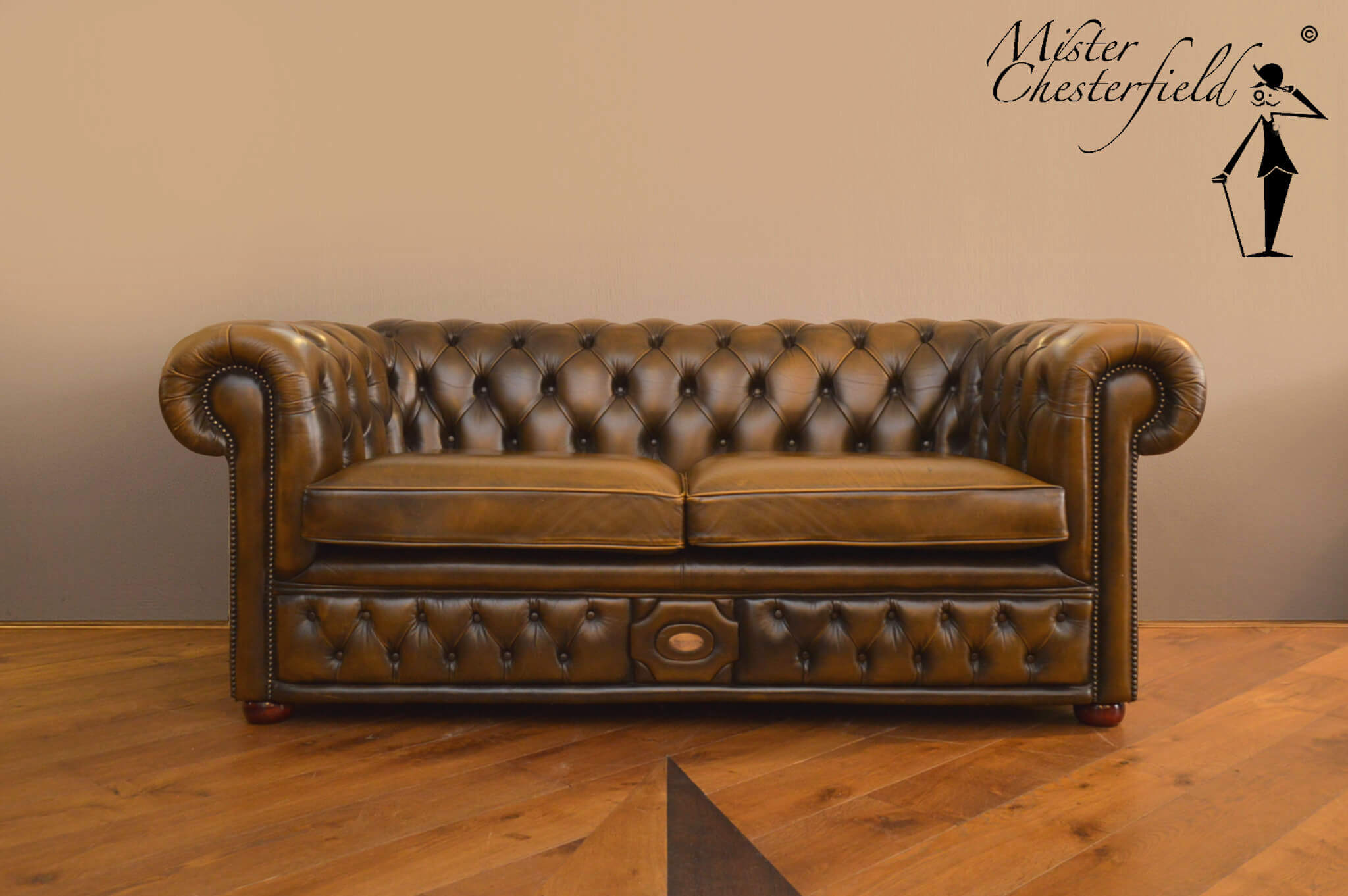 Gold_chesterfield_bank