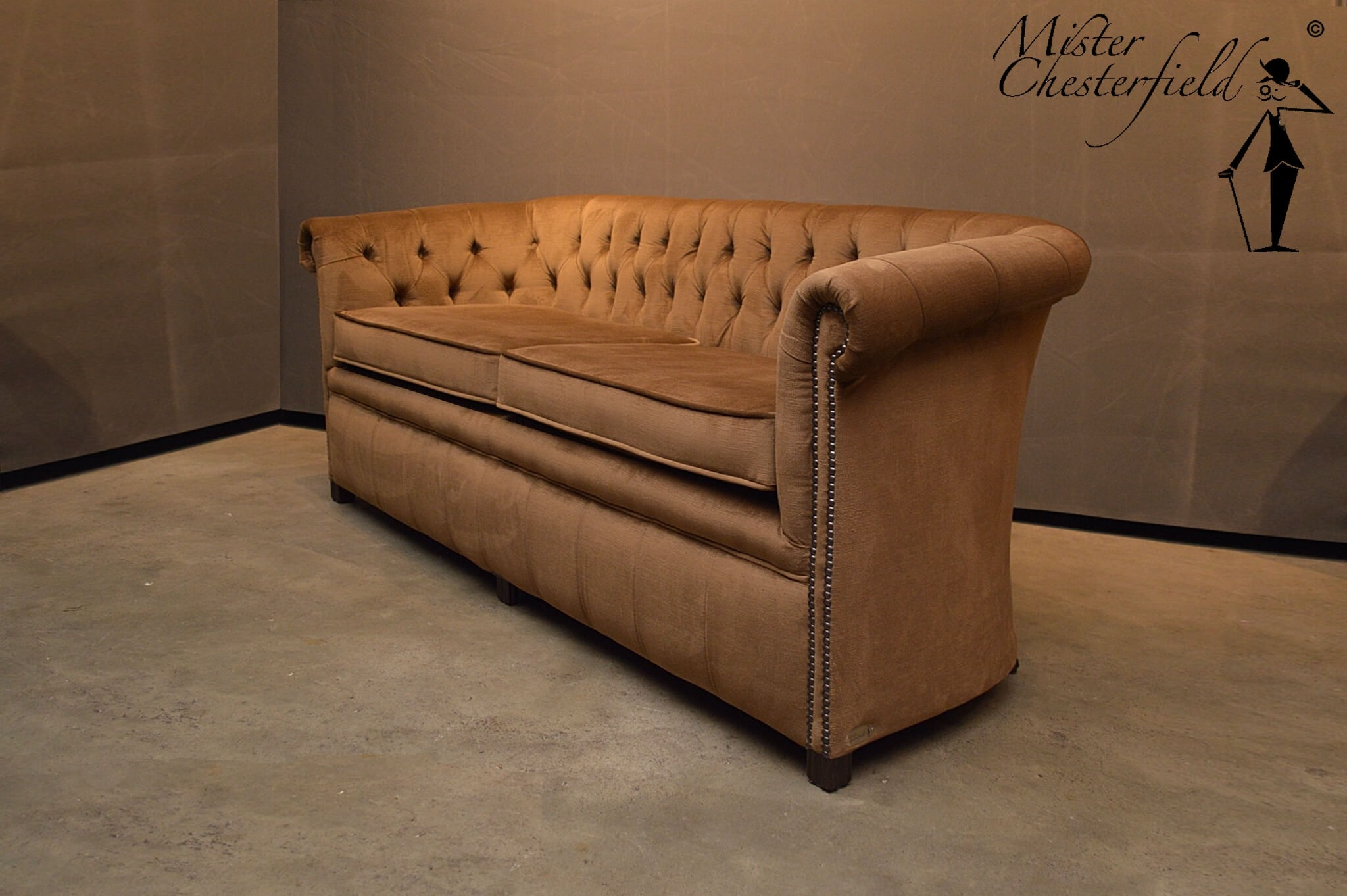 andrew-chesterfield-velours-beige-taupe