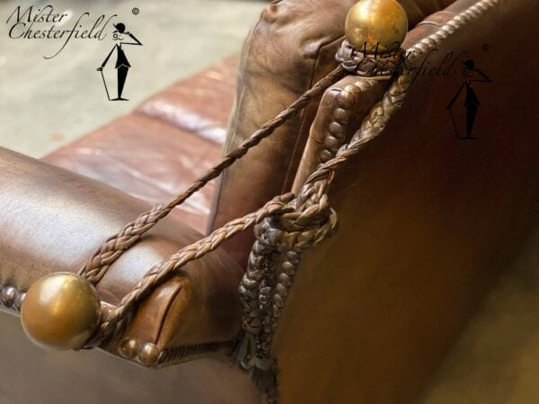 mister-chesterfield-19th-century-castle-sofa-detail-2