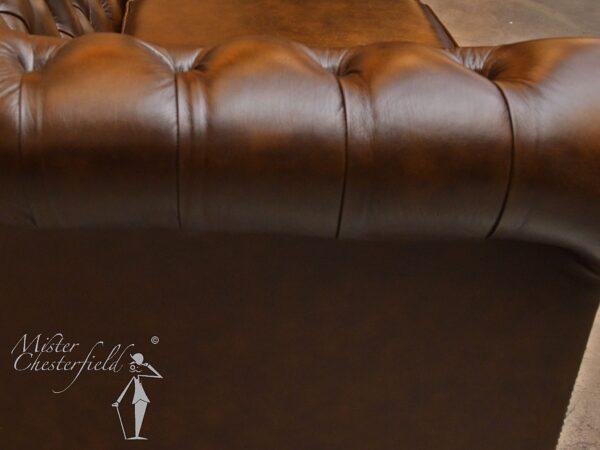 chesterfield-antique-gold-242cm-four-seater-arm-pleats