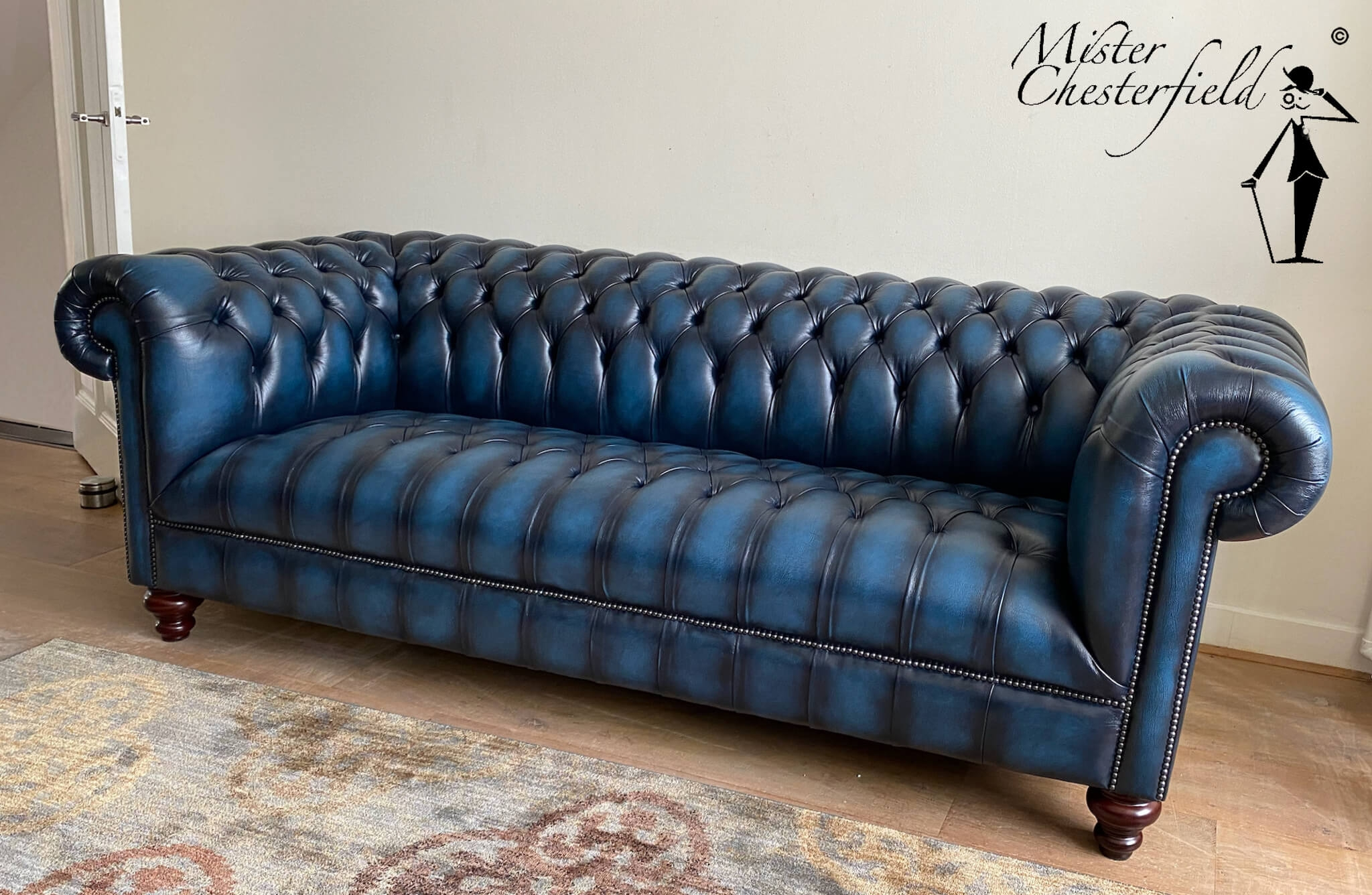 fotoboek-chesterfield-kingston-Forrest-blue-coal-sprung-seat