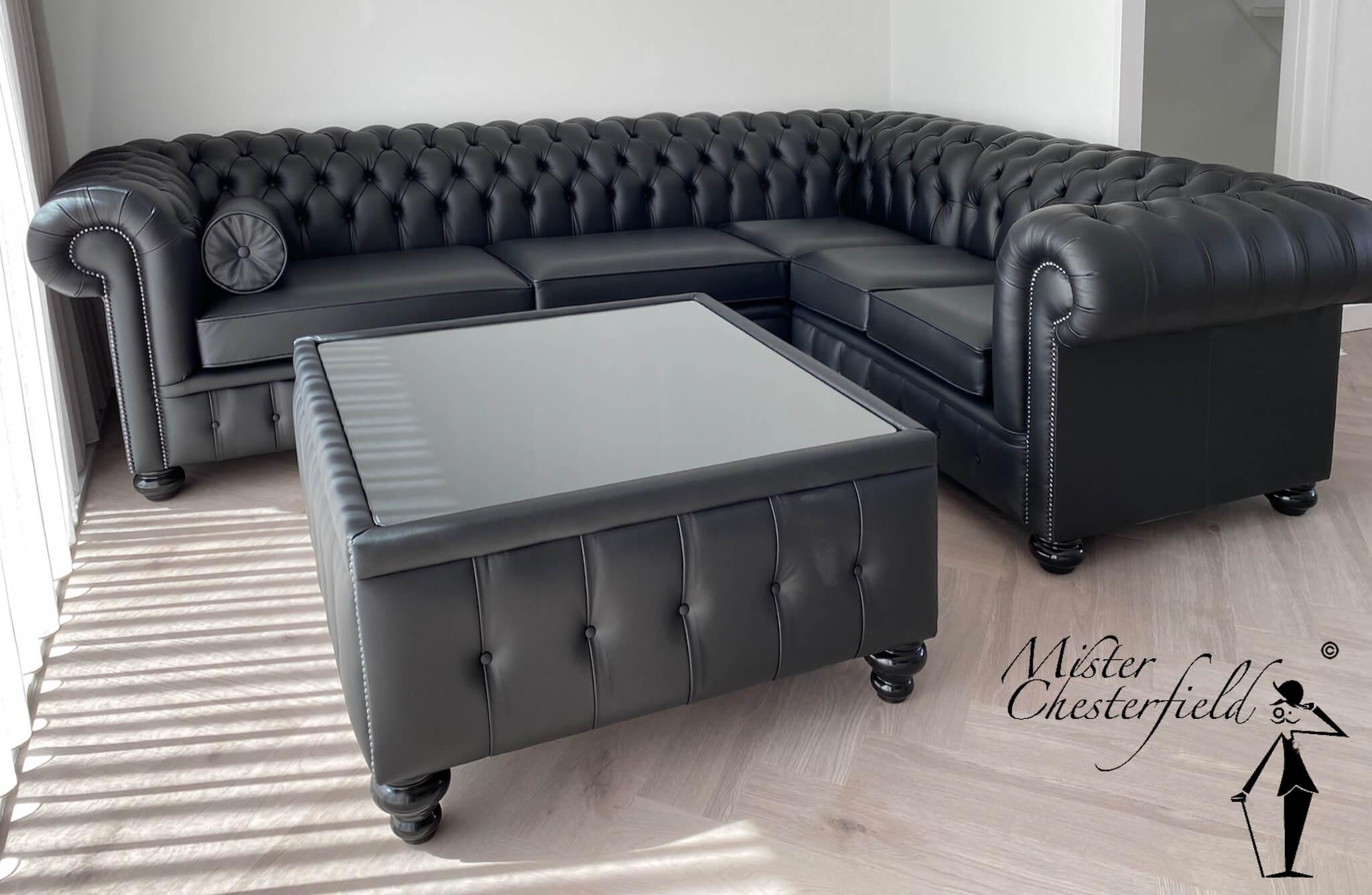 chesterfield-zwart-corner-sofa-kingston-forrest-tafel-table